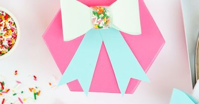 Use this free printable template to make these adorable DIY Sprinkle Paper Bows! Great for birthdays, holidays, or baking gifts!