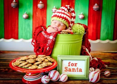 Newborn Christmas Photo Session Idea / Prop Ideas / Holiday Card Ideas /  Baby