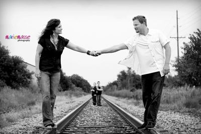 Marie Masse Photography » Blog family railroad tracks photo