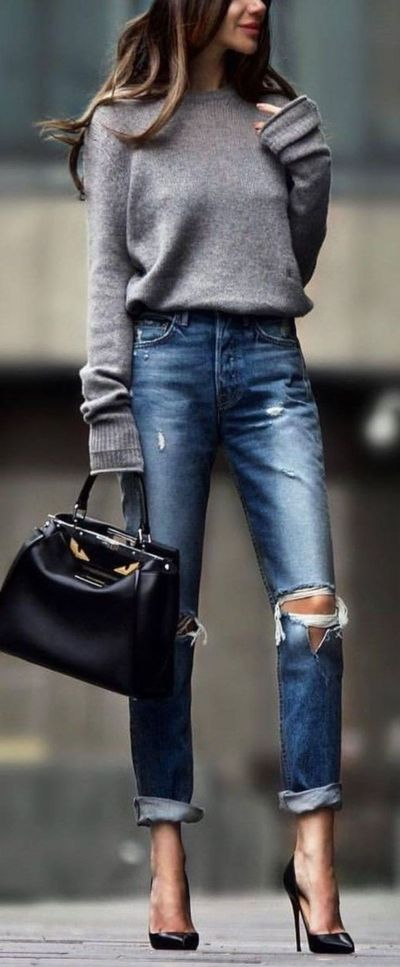 What follows below is a segmentation of alternatives both for women and men. In other words, a casual chic outfit isn't anything more than combining your everyd