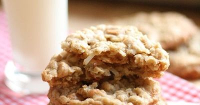 Peanut Butter Coconut Oatmeal Scotchies / foodies! - Juxtapost