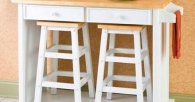 breakfast island. i love that you can store the stools underneath when they aren't being used.