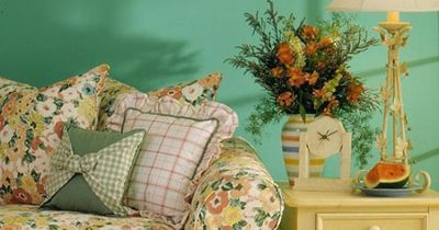 The blue-green in the room creates a feeling of peacefulness, it creates a very welcoming atmosphere.