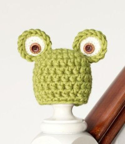 Now even the teeny tiniest of babies can have their own crochet hat pattern. This Easy Newborn Frog Hat is as cute as our little amphibian friends themselves.