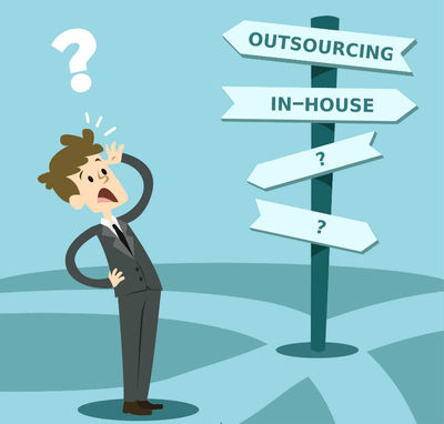 """Outsourcing Vs In-House '�'�"""" Which One is Better For Mobile App Development Project?"""