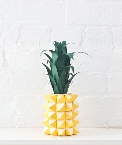 If you love pineapples, this is the post you've dreamed about! The fruit can be used for way more inspiration than just snacking. With clip-on nail art and deco