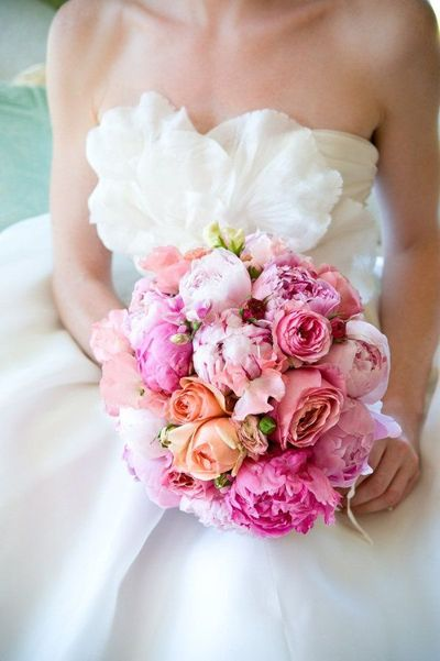 Pink wedding Bouquets! Petals to Palettes is showing off 10 gorgeous pink wedding bouquets that would help you with palettes for the wedding! Pinktober!