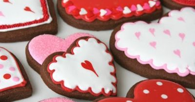 Valentine's season is one of my favorite times of year to make decorated cookies (second only to Christmas). One thing I like about Valentine's cookies is that