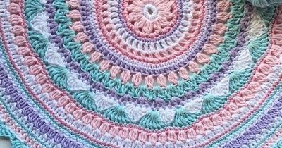 Viola Mandala with a free crochet pattern. Can you believ that?!
