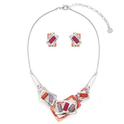 Buy this beautiful frames necklace set in red colour from Yoko's fashion, the jewellery wholesaler of Manchester. This necklace comes with a pair of matching earrings. It comes in a very beautiful gift box.