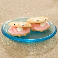 Clam shell cookies. Easy to make from purchased cookies.