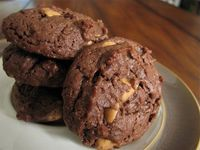 Checkout this easy Chewy Chocolate Peanut Butter Cookies recipe at LaaLoosh.com! A great low calorie Christmas cookie that combines two delicious flavors and bo