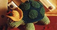 Crochet turtle with diagram - you have to look at it carefully to make each part and join - Russian instructions