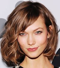 How does the busiest model prep for summer? Check out Karlie Kloss' beauty must-haves in our slideshow.