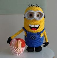 Who doesn't love the minions from �€œDespicable Me�€? Make your very own detailed minion with removable goggles and removable overalls with my free crochet pattern!