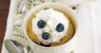 Blueberry and white chocolate make the perfect couple in our dessert for two that can be ready in 8 minutes.
