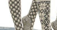 Knitted DROPS socks with pattern in �€Karisma�€. Yarn alternative �€Merino Extrafine�€. ~ DROPS Design