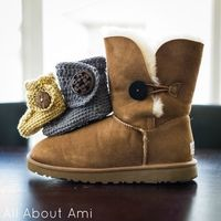 Crochet Baby Button Boots, free pattern.