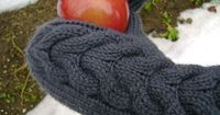 Bella's Mittens - #freepattern for #knitting mittens similar to Bella's from the movie Twilight.