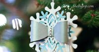 Make your own snowflake bow ornament! How to by Popsicle Toes