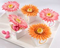 """Daisy Delight"" Gerbera Daisy Favor Box (Bright Orange or Hot Pink). I love these I want them for my baby shower."