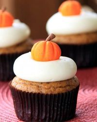 Pumpkin Cupcakes with Maple Cream Cheese Icing2