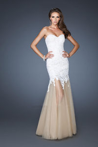 2014 Strapless White Long Lace Formal Prom Dresses Cheap http://www.2014partydresssale.com/2014-strapless-white-long-lace-formal-prom-dresses-cheap-p-495.html