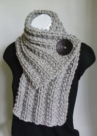 Light+Gray+Chunky+Knit+Cowl+Scarf+with+Black+Button.jpg 570�—797 pixels