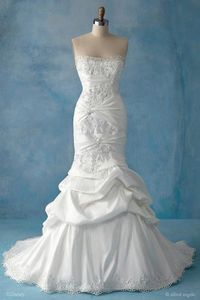 Wow....I don't usually get excited about wedding dresses seeing as I've been happily married for 26 years, but this is amazing!