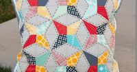 These decorative pillows are so pretty. Learn how to make this gorgeous patchwork pattern. Come pick up your free pillow making / quilting tutorial.