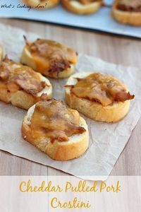 Cheddar Pulled Pork Crostini. A delicious and easy appetizer that is a great way to use leftover pulled pork. This would be great for any party. #appetizer #pulledpork #cheddar