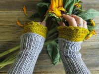 Pollyfoofoo: Mrs. Fitz Wristwarmers - For Worsted Weight Yarns. Free crochet pattern.