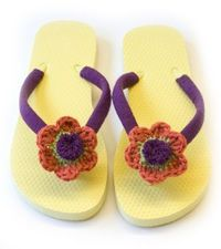 Embellish your favorite flips flops with these crochet flowers. Wear them to the beach or to the salon for your manicure.