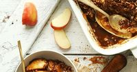 The best vegan apple crisp, naturally sweetened and made in 1 bowl! Tender, caramelized apples under a crispy, pecan-oat topping. Fall dessert perfection.