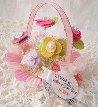pretty felt baskets, her whole site is cute!