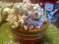 ~White Chocolate Christmas Popcorn! | Courtesy of (Oh Bite It) I am sure those that follow me have figured out my now.. I LOVE this blog !!!!!! #Holiday Traditons #Christmas Food Gifts #Popcorn Treats #Homemade Holiday Recipes