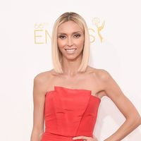 Giuliana Rancic goes for simple elegance with her sleek blonde bob and softly smoked eyes.
