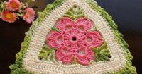 PINK ROSE CROCHET /: Pega Panelas Triângulo com Flor ~ Translate the page...click on graphics for diagram pattern