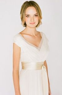 Used saja HB6565 Size 2 for $775. You saved 28% Off Retail! Find the perfect preowned dress at OnceWed.com.