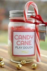 Last week I shared with you a simple gift idea for the kids or the kids friends�€�a Gingerbread Play Dough Gift Kit. Such a simple gift idea that is inexpensive b