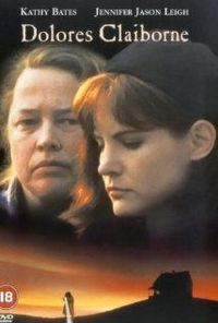 Dolores Claiborne - Eclipse Total (1995) A big-city reporter travels to the small town where her mother has been arrested for the murder of an elderly woman that she works for as a maid.