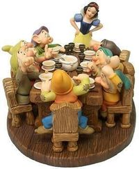 WDCC Figurines Soup's On! - Snow White and The Seven Dwarfs