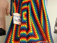 Free Pattern - Never ending granny square - Crochet Crowd // 3 Yarn Strand & Child Size Afghans You can make a child size afghan with only three regular 7 oz, 198 g yarn balls without needing additional yarn. This will make a 43�€ square size af...