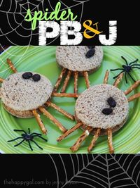 This is such a fun idea for the kiddos. If you are looking for a quick and easy solution for the kids this is perfect! #peanutbutterandjam #spider #recipe #halloween #kids #fun