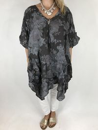 Flower Print Linen Top in Black kr2999.00