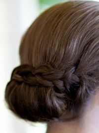 "See the prettiest topknots, ponytails, tousled waves and fishtail braids ever�€""all right here."