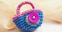 Crochet Brooch Free Pattern Little Bag - http://lanahobby.blogspot.com/2014/08/crochet-brooch-free-pattern-little-bag.html