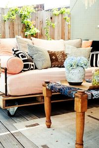 Ultimate Pallet Furniture Collection: 58 Unique Ideas I think this is the one to make into a hanging bed! Great website too!