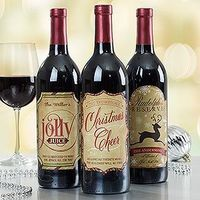 LOVE these personalized vintage Christmas Wine Bottle Labels! You can put them on any bottle of wine and give them as gifts or use them as Christmas decorations!