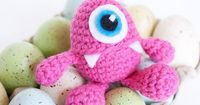 Use this monster Easter egg crochet pattern to make a cute little friend to hold a small toy or your Easter treats!